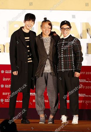 (l-r) South Korean Actors Lee Won-geun Kim Young-min and South Korean Director Kim Ki-duk Pose For Photographers After the Outdoor Greeting For the Their Movie 'The Net' During the 21st Busan International Film Festival (biff) Plaza in Busan South Korea 09 October 2016 the Biff Runs From 06 to 15 October 2016 and Will Feature Sreenings of 301 Titles From 69 Countries Korea, Republic of Busan
