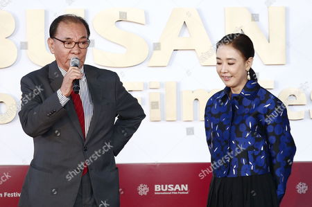 South Korean Director Lee Doo-yong (l) Speak with the Festival's Executive Director Kang Soo-yeon (r) After a Hand-printing Ceremony at the 21th Busan International Film Festival (biff)plaza in Busan South Korea 09 October 2016 the Biff Runs From 06 to 15 October 2016 and Will Feature Sreenings of 301 Titles From 69 Countries Korea, Republic of Busan