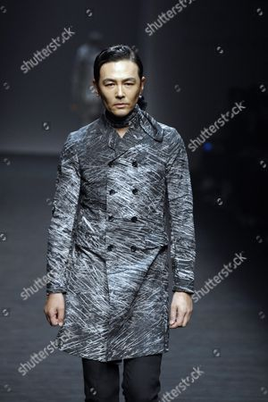 South Korean Actor Cho Yeon-woo Presents a Creation by South Korean Designer Song Ji-oh For Songzio Fashion House During the Spring/summer 2016 Collection in the Hera Seoul Fashion Week at the Dongdaemun Design Plaza in Seoul South Korea 17 October 2015 the Fashion Week Runs From 16 to 21 October Korea, Republic of Seoul