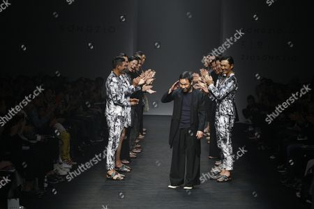 South Korean Designer Song Ji-oh (c) Reacts at the End of His Show During the Spring/summer 2016 Collection in the Hera Seoul Fashion Week at the Dongdaemun Design Plaza in Seoul South Korea 17 October 2015 the Fashion Week Runs From 16 to 21 October Korea, Republic of Seoul