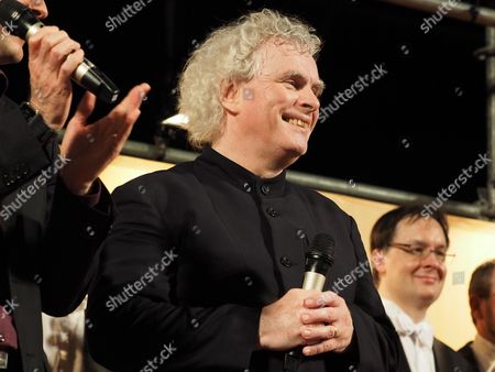British Sir Simon Rattle Chief Conductor of the Berlin Philharmonic Orchestra Greets People Outside the National Concert Hall who Were Watching His Concert on a Big Screen on Liberty Square in Taipei Taiwan 07 May 2016 the Berlin Philharmonics Perform at the National Concert Hall on 07 and 08 May After Taipei They Will Fly to Tokyo Taiwan Taipei