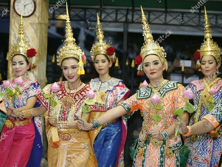 Hong Kong Superstar Simon Yam Tak-wah (2-l) Dressed in Traditional Costume Takes Part in a Worship to a Statue of Lord Brahma the Hindu God of Creation at the Erawan Shrine in Bangkok Thailand 22 September 2015 Hong Kong Superstars Michelle Yim Also Known As Mai Suet and Simon Yam Tak-wah Are Visiting the Erawan Shrine on 22 September by Invitation of the Tourism Authority of Thailand (tat) to Help Restoring the Confidence of Tourists After a Bombing on 17 August That Killed at Least 20 People and Injured More Than Hundred Thailand Bangkok