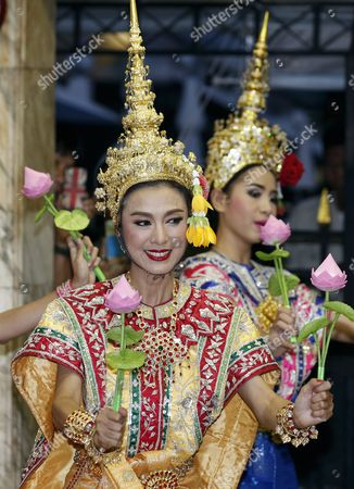 Hong Kong Superstar Simon Yam Tak-wah Dressed in Traditional Costume Performs a Worship to a Statue of Lord Brahma the Hindu God of Creation at the Erawan Shrine in Bangkok Thailand 22 September 2015 Hong Kong Superstars Michelle Yim Also Known As Mai Suet and Simon Yam Tak-wah Are Visiting the Erawan Shrine on 22 September by Invitation of the Tourism Authority of Thailand (tat) to Help Restoring the Confidence of Tourists After a Bombing on 17 August That Killed at Least 20 People and Injured More Than Hundred Thailand Bangkok