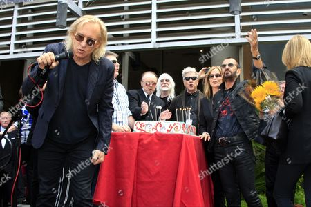 From Left: Musicians Joe Walsh Edgar Winter Us Director David Lynch Barbara Bach Uk Musician Ringo Starr and His Birthday Cake at a Celebration of His 75th Birthday at Capitol Records in Hollywood Los Angeles California Usa 07 July 2015 the Former Beatle Celebrated with a Peace & Love Salute at Noon with Friends and Fans United States Los Angeles