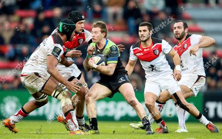 Toulouse vs Connacht. Toulouse's Thierry Dusautoir and Francois Cros tackle Kieran Marmion of Connacht