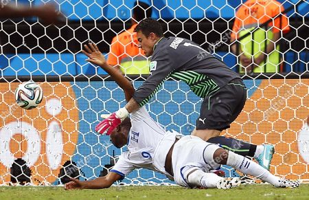 Wilson Palacios (l) of Honduras in Action Against Swiss Goalkeeper Diego Benaglio (r) During the Fifa World Cup 2014 Group E Preliminary Round Match Between Honduras and Switzerland at the Arena Amazonia in Manaus Brazil 25 June 2014 (restrictions Apply: Editorial Use Only not Used in Association with Any Commercial Entity - Images Must not Be Used in Any Form of Alert Service Or Push Service of Any Kind Including Via Mobile Alert Services Downloads to Mobile Devices Or Mms Messaging - Images Must Appear As Still Images and Must not Emulate Match Action Video Footage - No Alteration is Made to and No Text Or Image is Superimposed Over Any Published Image Which: (a) Intentionally Obscures Or Removes a Sponsor Identification Image; Or (b) Adds Or Overlays the Commercial Identification of Any Third Party Which is not Officially Associated with the Fifa World Cup) Brazil Manaus