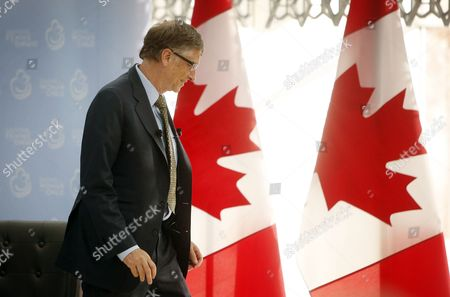 Microsoft Co-founder and Philanthropist Bill Gates Leaves the Stage at the Delegation of the Ismaili Imamat in Ottawa Canada on 25 February 2015 Gates Met with Harper to Discuss Global Efforts to Improve the Health of Mothers and Children in Low-income Countries Canada Ottawa
