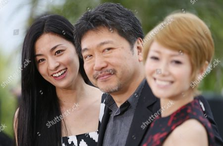 (l-r) Japanese Actress Machiko Ono Japanese Director Hirokazu Kore-eda and Japanese Actress Yoko Maki Pose During the Photocall For 'Soshite Chichi Ni Naru' (like Father Like Son) at the 66th Annual Cannes Film Festival in Cannes France 18 May 2013 the Movie is Presented in the Official Competition of the Festival Which Runs From 15 to 26 May France Cannes