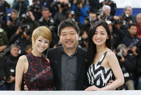 (l-r) Japanese Actress Yoko Maki Japanese Director Hirokazu Kore-eda and Japanese Actress Machiko Ono Pose During the Photocall For 'Soshite Chichi Ni Naru' (like Father Like Son) at the 66th Annual Cannes Film Festival in Cannes France 18 May 2013 the Movie is Presented in the Official Competition of the Festival Which Runs From 15 to 26 May France Cannes