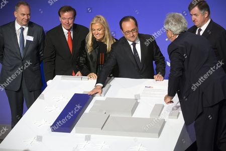 Ceo and President of Fedex Express David Bronczek (2-l) Us Ambassador to France Jane Hartley French President Francois Hollande and French Aeroports De Paris (adp) Group Chief Executive Officer Augustin De Romanet Unveil the Model of the Fedex Hub Extension During Its Presentation in the North of Paris France 18 October 2016 Reports State Fedex Will Invest Some 200 Million Euro to Extend the Facilities with Some 40 Per Cent the Hub Currently Manages Some 63 000 Parcels Per Hour Fedex Employs Some 2 500 Staff at the Paris Hub France Paris