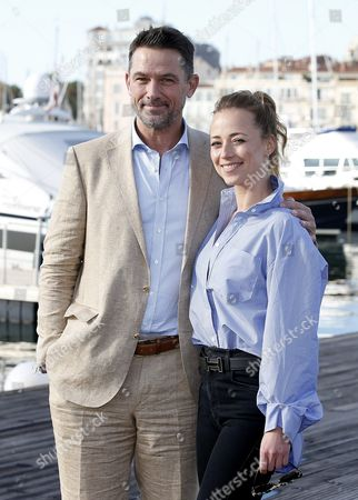 Us Actor Billy Campbell (l) and Canadian Actress Karine Vanasse (r) Pose During a Photocall For the Tv Series 'Cardinal' at the Annual Mipcom Television Content Market in Cannes France 18 October 2016 the Media Event Runs From 17 to 20 October France Cannes
