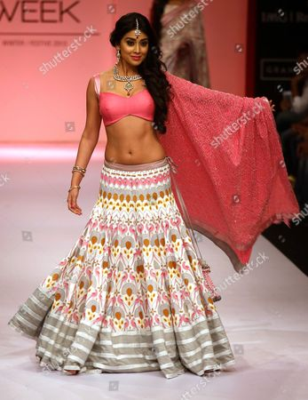 Bollywood Actress Shriya Saran Presents a Creation by Indian Designer Shravan Kumar During the Lakme Fashion Week Winter/festive 2013 in Mumbai India 26 August 2013 Some 89 Designers Showcase Their Collections at the Event That Runs From 23 to 27 August India Mumbai