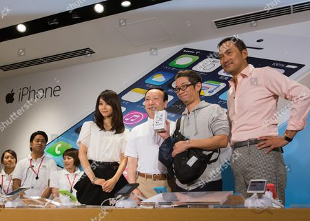 Editorial photo of Japan Apple Iphone 5c and 5s Sale - Sep 2013