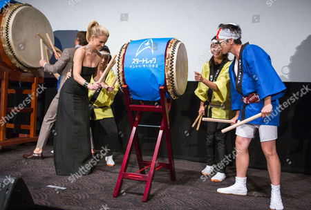 British Actress Alice Eve (l) Plays a Japanese Taiko Drum During a Photo Call Session at the Premiere of 'Star Trek Into Darkness' in Tokyo Japan 13 August 2013 the Action Adventure Sci-fi Film Directed by J J Abrams Will Hit Japanese Theaters on 23 August Japan Tokyo