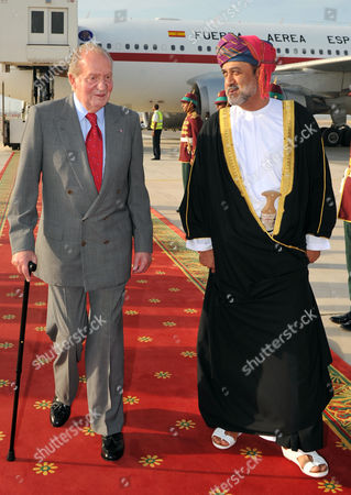 Spanish King Juan Carlos is Welcomed by His Majesty Sultan Qaboos Bin Said Sultan of Oman (r) at the Royal Airport in Muscat Oman 29 April 2014 As Part of His Official Visit to Middle East Oman Muscat