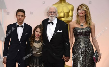 (l-r) Ellery Walker Harper Jaya Harper Bruce Dern and Laura Dern Arrive For the 87th Annual Academy Awards Ceremony at the Dolby Theatre in Hollywood California Usa 22 February 2015 the Oscars Are Presented For Outstanding Individual Or Collective Efforts in 24 Categories in Filmmaking United States Hollywood