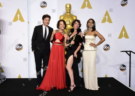 Dana Perry (2-l) and Ellen Goosenberg Kent (2-r) Poses with Their Academy Award For Best Documentary Short Subject For 'Crisis Hotline: Veterans Press 1' with Presenters Jason Bateman (l) and Kerry Washington (r) in the Press Room During the 87th Annual Academy Awards Ceremony at the Dolby Theatre in Hollywood California Usa 22 February 2015 the Oscars Are Presented For Outstanding Individual Or Collective Efforts in 24 Categories in Filmmaking United States Hollywood
