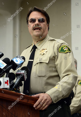 Bill Brown Santa Barbara County Sheriff-coroner Briefs the Media on the Stabbing and Shooting Rampage of 22-year-old Elliot Rodger who Killed Seven People Including Himself and Wounded 13 Others at the University of California at Santa Barbara Student Community of Isla Vista Outside the Santa Barbara County Sheriffs Headquarters in Goleta California Usa 24 May 2014 Elliot Rodger the Gunman Stabbed Three People Before Going on a Mobile Rampage in His Bmw where He Killed Three More Before He Died of a Suspected Self-inflicted Wound United States Goleta