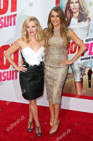 Us Actress Reese Witherspoon (l) and Colombian Actress Sofia Vegara Arrive For the Premiere of 'Hot Pursuit' at the Tcl Chinese Theatre in Hollywood California Usa 30 April 2015 United States Los Angeles