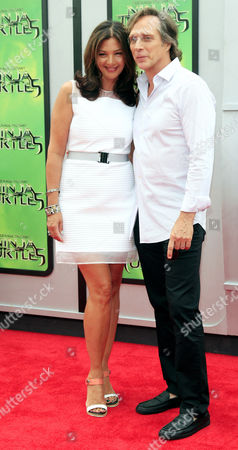 Us Actor and Cast Member William Fichtner (r) Arrives with His Wife Kymberly Kalil (l) For the Los Angeles Premiere of 'Teenage Mutant Ninja Turtles' at the Regency Village Theater in Westwood California Usa 03 August 2014 the Movie Opens in the Us Theaters on 08 August 2014 United States Los Angeles