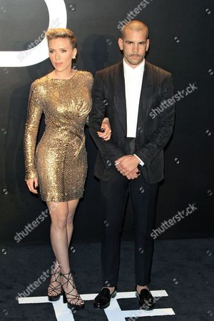 Us Actress Scarlett Johansson (l) Arrives with Husband Romain Dauriac For the Tom Ford Autumn/winter 2015 Womenswear Presentation at Milk Studios in Los Angeles California Usa 20 February 2015 United States Los Angeles