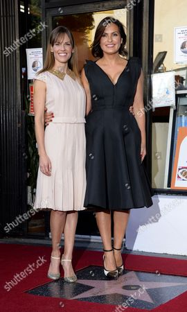 Us Actress Mariska Hargitay (r) and Us Actress Hillary Swank (l) Pose with Hargitay's Star on the Hollywood Walk of Fame During Ceremony in Hollywood California Usa 08 November 2013 Hargitay was Awarded the 2 511th Star on the Hollywood Walk of Fame in the Category of Television Her Star is Located Next to the Star of Her Mother Us Actress Jayne Mansfield United States Hollywood