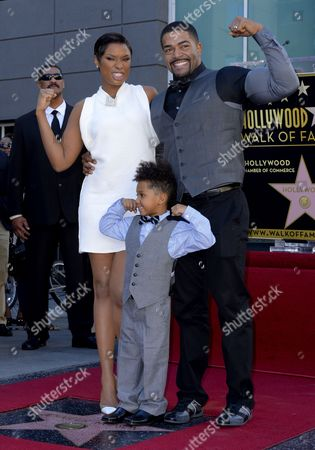 Us Singer Jennifer Hudson (l) with Husband Us Actor David Otunga (r) and Their Son David Jr (c) Pose with Hudson's Star on the Hollywood Walk of Fame During Ceremony in Hollywood California Usa 13 November 2013 Hudson was Awarded the 2 512th Star on the Hollywood Walk of Fame in the Category of Recording United States Los Angeles