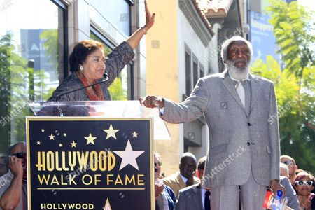 Us Entertainer/activist Dick Gregory (r) Listens to Us Congress Woman Dr E Faye Williams (l) on the Hollywood Walk of Fame During a Ceremony in Hollywood California Usa 02 February 2015 Gregory was Awarded the 2 542nd Star on the Hollywood Walk of Fame in the Category of Live Theatre/performance United States Hollywood