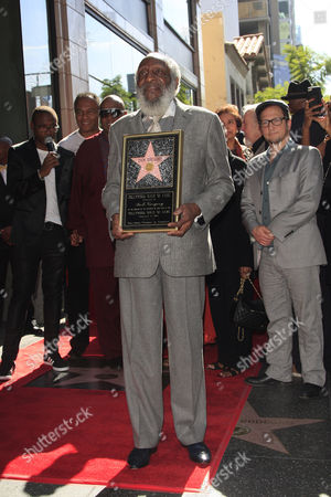 Us Entertainer/activist Dick Gregory Poses with His Star on the Hollywood Walk of Fame During a Ceremony in Hollywood California Usa 02 February 2015 Gregory was Awarded the 2 542nd Star on the Hollywood Walk of Fame in the Category of Live Theatre/performance United States Hollywood