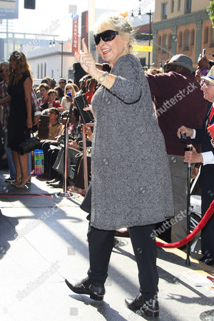 Us Comedienne Rosanne Barr Waves As Us Entertainer/activist Dick Gregory Receives a Star on the Hollywood Walk of Fame During Ceremony in Hollywood California Usa 02 February 2015 Gregory was Awarded the 2 542nd Star on the Hollywood Walk of Fame in the Category of Live Theatre/performance United States Hollywood