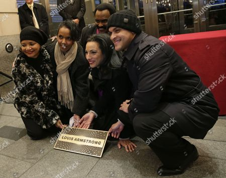 Us Jazz Trumpeter Irvin Mayfield Jr (r) Jonelle Procope President and Chief Executiver Officer of the Apollo Theater ((l) Michelle Miller Cbs News Correspondent (2-r) Robin Bell-stevens Executive Director of Jazzmobile Inc (2-l) and Us Singer Chuck Jackson Display the Plaque to Induct Jazz Great Louis Armstrong Into It's 'Walk of Fame' in New York New York Usa 07 November 2014 the Ceremony Starts the New Orleans to Harlem Jazz Weekend United States New York