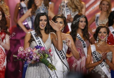 Miss Colombia Paulina Vega (l) is Crowned Miss Universe 2014 by Miss Universe 2013 Gabriela Isler of Venezuela (r) at the 2014 Miss Universe Final at the Fiu Arena in Miami Usa 25 January 2015 United States Miami