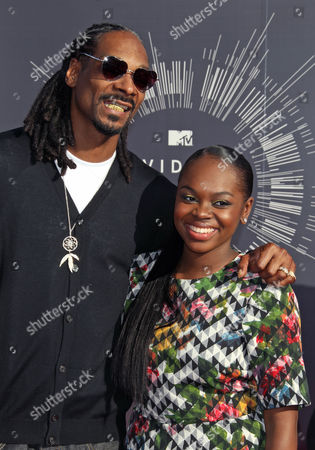 Us Musician Snoop Dogg (l) Arrives with His Daughter Cori Broadus (r) on the Red Carpet For the 31st Mtv Video Music Awards at the Forum in Inglewood California Usa 24 August 2014 United States Inglewood