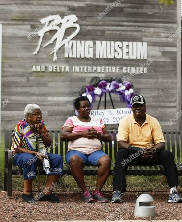 People Sit on a Bench As They Wait For the Doors to Open For the Visitation and Public Viewing of the Body of Blues Legend B B King in Indianola Mississippi Usa 29 May 2015 King Died 14 May While in Home Hospice Care in His Home in Las Vegas Nevada Usa and Will Be Buried in Indianola on 30 May United States Indianola
