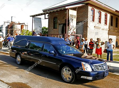 The Hearse Bearing the Body of Blues Legend B B King Takes the Singer's Remains From the B B King Museum For the Final Time Following Visitation and Public Viewing of the Body in Indianola Mississippi Usa 29 May 2015 King Died on 14 May While in Home Hospice Care in His Home in Las Vegas Nevada Usa and Will Be Buried in Indianola on 30 May United States Indianola