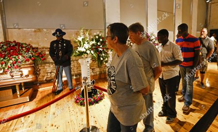 People File Past the Casket Containing the Body of Blues Legent B B King During the Visitation and Public Viewing at the B B King Museum in Indianola Mississippi Usa 29 May 2015 King Died 14 May While in Home Hospice Care in His Home in Las Vegas Nevada Usa and Will Be Buried in Indianola on 30 May United States Indianola