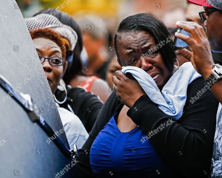 Patty King the Daughter of Blues Legend B B King Wipes Away Tears As She Stands Next to the Hearse Carrying King's Body During a Musical Tribute and Processional in Memphis Tennessee Usa 27 May 2015 King who Got His Start in Entertainment in Memphis As the Beale Street Blues Boy Died 14 May While in Home Hospice Care in His Home in Las Vegas Nevada Usa United States Memphis