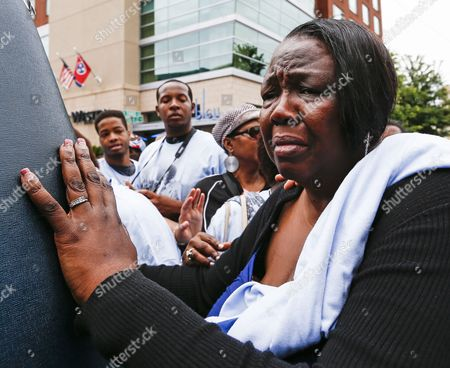 Patty King Daughter of Blues Legend B B King Grieves As She Walks with the Hearse Carrying King's Body During a Processional in Memphis Tennessee Usa 27 May 2015 King who Got His Start in Entertainment in Memphis As the Beale Street Blues Boy Died 14 May While in Home Hospice Care in His Home in Las Vegas Nevada Usa He is to Be Buried in His Hometown of Indianola Mississippi Usa on 20 May United States Memphis