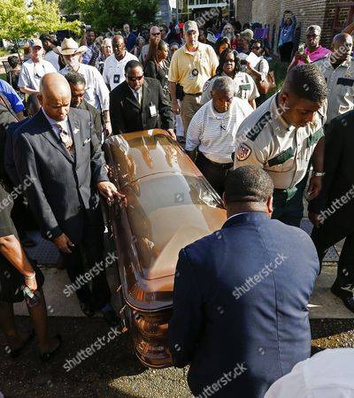 The Casket Containing the Mortal Remains of Blues Legend B B King Leave the B B King Museum After Visitation and Public Viewing of the Body in Indianola Mississippi Usa 29 May 2015 King Died 14 May While in Home Hospice Care in His Home in Las Vegas Nevada Usa and Will Be Buried in Indianola on 30 May United States Indianola