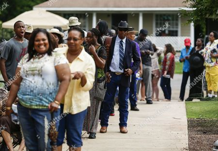 People Wait in Line For the Doors to Open For the Visitation and Public Viewing of the Body of Blues Legend B B King in Indianola Mississippi Usa 29 May 2015 King Died 14 May While in Home Hospice Care in His Home in Las Vegas Nevada Usa and Will Be Buried in Indianola on 30 May United States Indianola