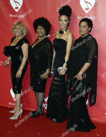 Background Singer From the Documentary 20 Feet From Stardom (l-r) Darlene Love Merry Clayton Judith Hill and Lisa Fischer Arrive For the Musicares Person of the Year Gala Honoring Us Singer Carole King at the Convention Center in Los Angeles California Usa 24 January 2014 United States Los Angeles