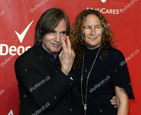 Us Singer Jackson Browne (l) and His Girlfriend Environmental Activist Dianna Cohen (r) Arrive For the Musicares Person of the Year Gala Honoring Us Singer Carole King at the Convention Center in Los Angeles California Usa 24 January 2014 United States Los Angeles