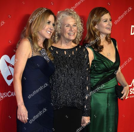 Us Singer Carole King (c) Arrives with Her Daughters Louise Goffin (l) and Sherry Goffin Kondor (r) For the Musicares Person of the Year Gala Honoring Carole King at the Convention Center in Los Angeles California Usa 24 January 2014 United States Los Angeles