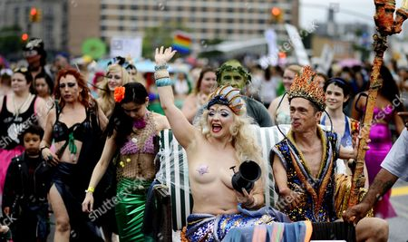 Julie Atlas Muz (c) Queen Mermaid Waves During the 33rd Annual Coney Island Mermaid Parade in Coney Island in Brooklyn New York Usa 20 June 2015 the Annual Parade Which is Attended by People in Outlandish Costumes Marks the Beginning of the Summer Season in Coney Island United States Brooklyn