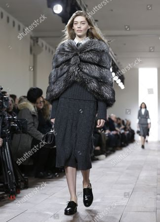 Us Model Ondria Hardin Presents a Creation From the Fall 2015 Collection by Michael Kors During the Mercedes-benz Fashion Week in New York New York Usa 18 February 2015 the Fall 2015 Collections Are Presented From 12 to 19 February United States New York