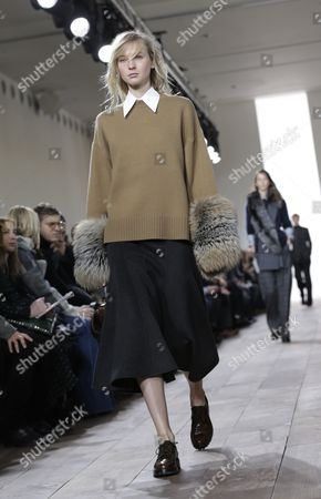 Stock Image of Russian Model Nastya Sten Presents a Creation From the Fall 2015 Collection by Michael Kors During the Mercedes-benz Fashion Week in New York New York Usa 18 February 2015 the Fall 2015 Collections Are Presented From 12 to 19 February United States New York