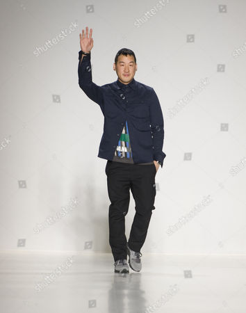 Us Fashion Designer Richard Chai Waves to the Audience After Presenting His Fall/winter 2015 Collection During Mercedes-benz Fashion Week in New York New York Usa 12 February 2015 the Fall/winter 2015 Collections Are Presented From 12 to 19 February United States New York