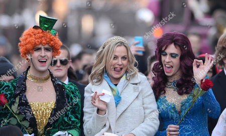 Us Actress Amy Meredith Poehler (c) Poses with the Hasty Pudding Theatricals Jason Hellerstein (l) and Sam Clark (r) Before Being Awarded the Hasty Pudding Theatricals 2015 Woman of the Year at Harvard University Campus in Cambridge Massachusetts Usa 29 January 2015 Poehler Joins the Likes of Other Past Honorees Including Halle Berry Claire Danes and Scarlett Johansson United States Cambridge