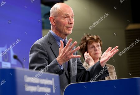 Former Wto President and Honorary President of Notre Europe - Jacques Delors Institute Pascal Lamy (l) and Dutch European Commission Vice President in Charge of the Digital Agenda Neelie Kroes Gives a Press Conference After the Uhf Spectrum Band High Level Group First Meeting at the Eu Headquarters in Brussels Belgium 13 January 2014 Pascal Lamy and Top Executives From Europe's Broadcasters Network Operators Mobile Companies and Tech Associations Have Been Given Six Months to Make Proposals to the European Commission on How to Use the Uhf Spectrum Band (470-790 Mhz) Most Effectively in Coming Decades in the Face of a Rapid and Massive Growth in Demand For Spectrum As Consumers Demand New Broadcast and Internet Options Digital Commissioner Neelie Kroes is Asking For Quick Results: a Final Report Will Be Delivered by July 2014 Belgium Brussels