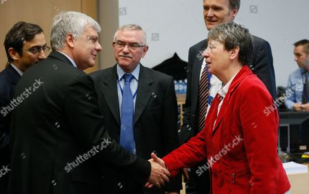 Italian Environment Minister Gianluca Galletti (l) and German Environment Minister Barbara Hendricks at the Start of a Eu Environment Ministers Council at the Eu Headquarters in Brussels Belgium 03 March 2014 Belgium Brussels